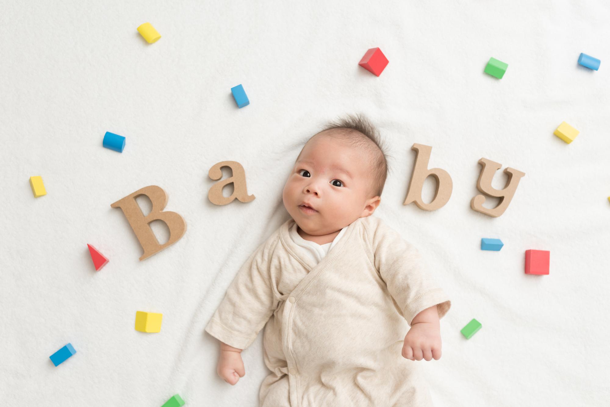 """<span class=""""title"""">赤ちゃんの写真スタジオデビューはいつがいい?撮影時の注意点も確認!</span>"""